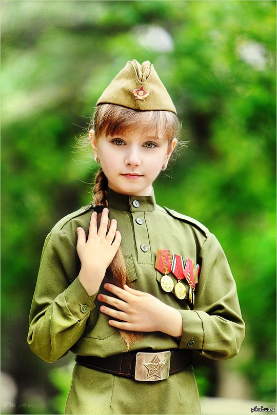 молоденькие девочки демонстрируют свои пилотки