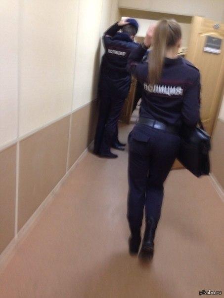 Полицейский трахает в жопу разделяю