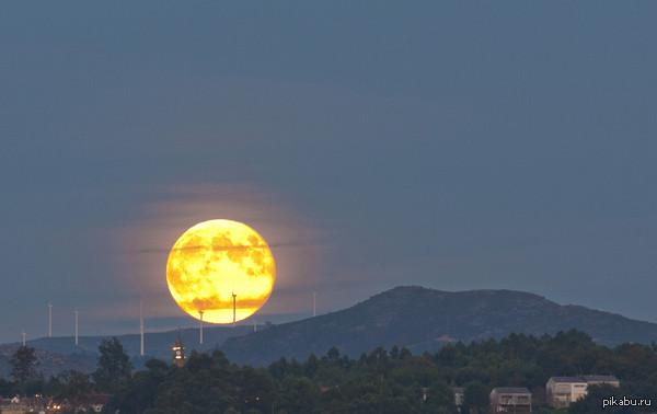 Это на самом деле Луна -  в Испании, Антонио Коста.   Луна, фото