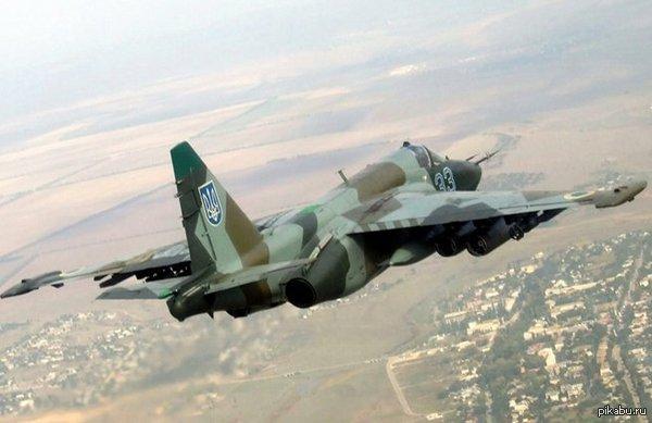 Ополченцы сбили четыре украинских штурмовика Су-25 По сообщению штаба армии ДНР, сегодня, 29 августа, войскам Новороссии удалось сбить четыре штурмовика Су-25 авиации Вооруженных сил Украины.  Украина, Новороссия, ополчение