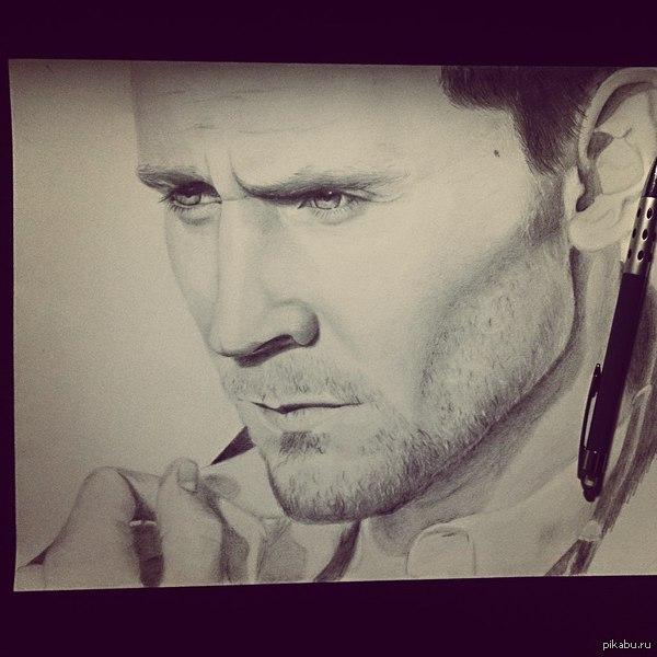 Вот решила с вами поделиться) мой последний рисунок) рисую не больше года) надеюсь вам понравиться)))   рисунок, портрет, карандаши, Том Хиддлстон, tom hiddleston, Tom Hiddleston