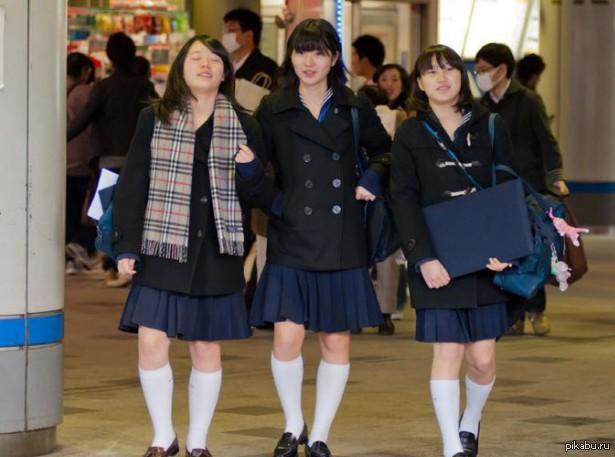 Летние девушки в мини юбках и не только 53 фото