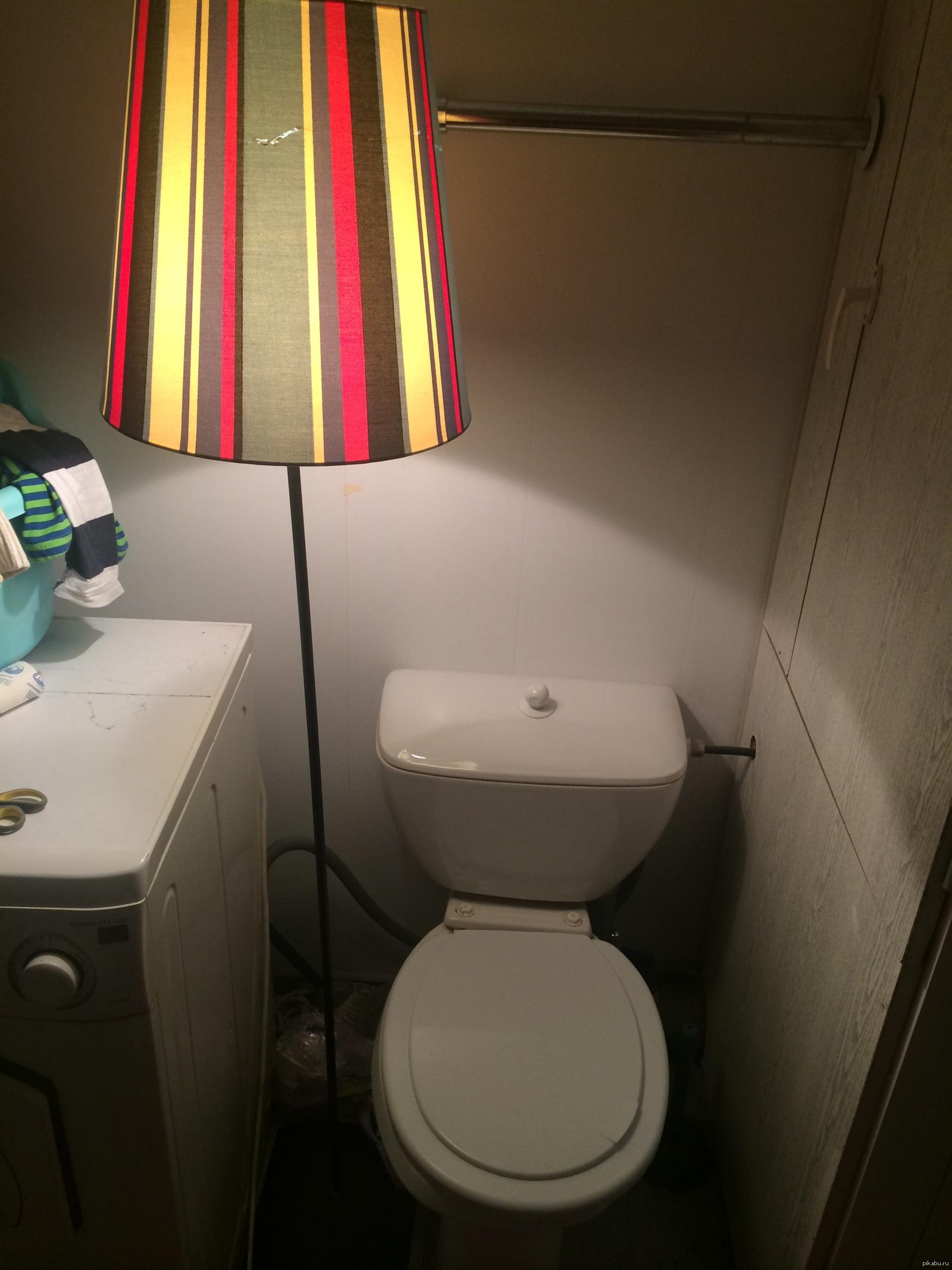 Фото женщини в туалете 20 фотография